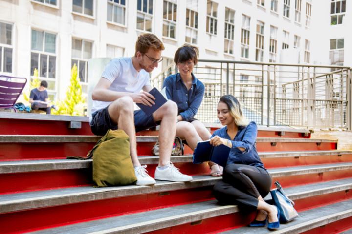 Dauphine 2019 - Etudiants dans la cour de l'université