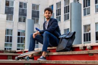Dauphine 2019 - Etudiant dans la cour de l'université