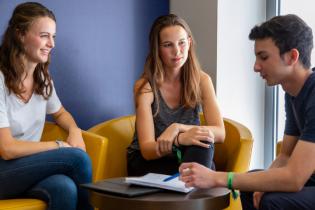 Dauphine 2019 - Etudiants qui discutent